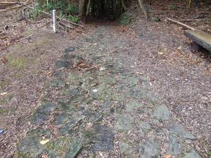 小峠からの古い石畳