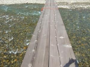 橋の上より