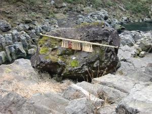 鬼八の力岩