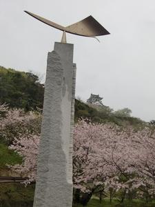 オブジェと白と桜