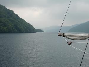 芦ノ湖をゆく