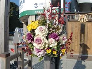 参道の花飾り